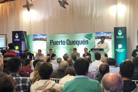 el gobierno anuncio obras para el puerto quequen, que aumentara en un 20% su capacidad operacional.