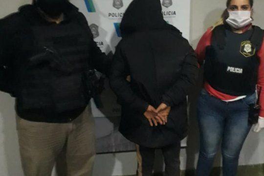 tres detenidos acusados de asaltar a quinteros en la zona oeste de la plata