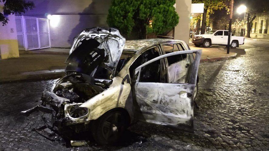 Así quedó el auto que embistió contra la camioneta del Secretario de Seguridad de La Plata