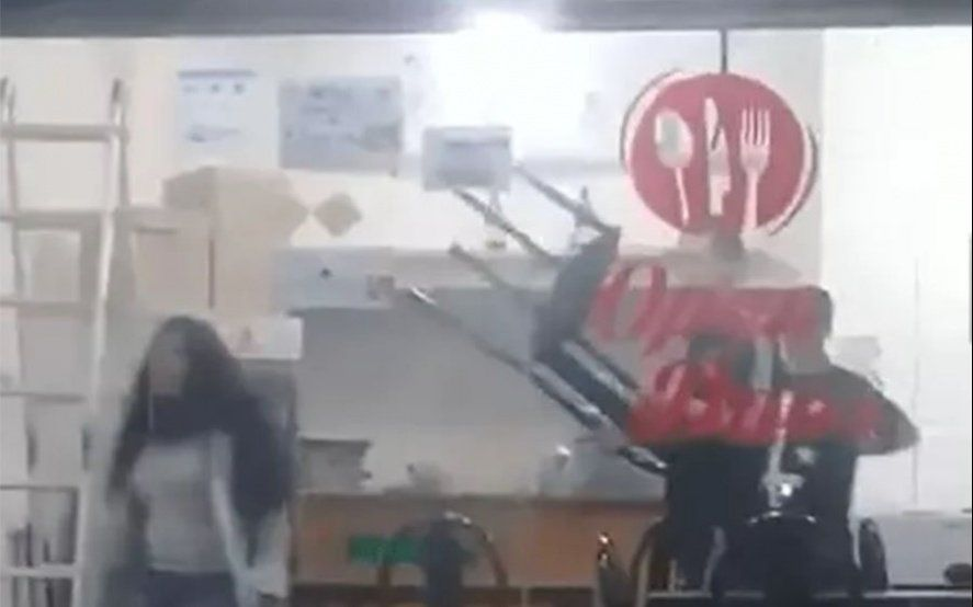 Mirá el video: En Berazategui una joven apuñaló en la espalda a su ex novio y huyó
