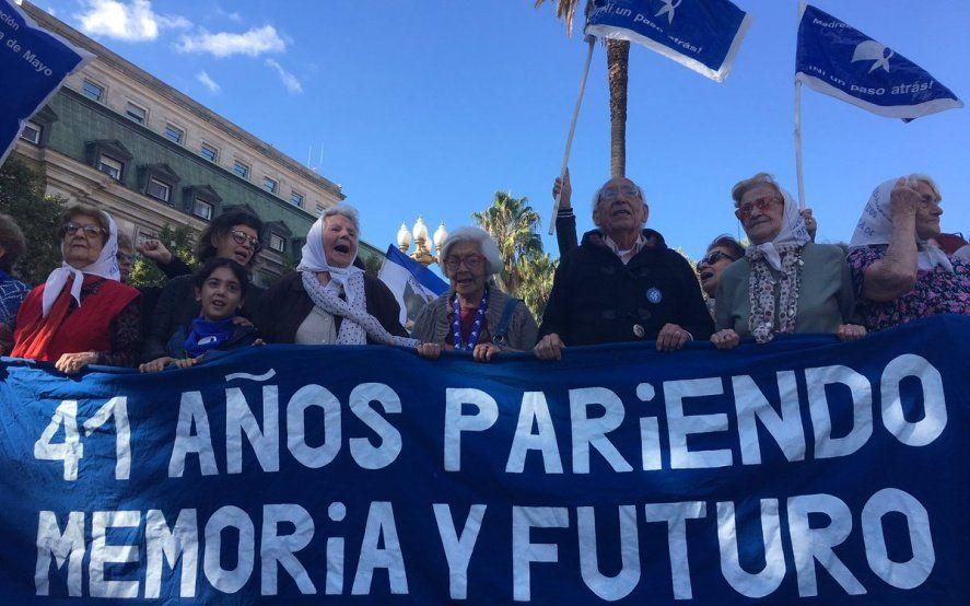 Tensión en la sede de Madres de Plaza de Mayo ante un inminente allanamiento