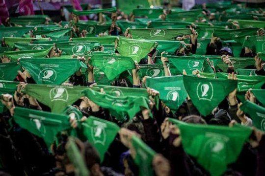 el mundo se pinta de verde: convocan a un ?panuelazo internacional? por el aborto legal