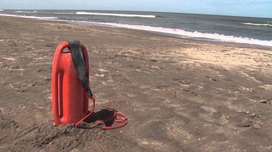 Los guardavidas de Villa Gesell advierten por la ausencia de controles municipales en las playas.