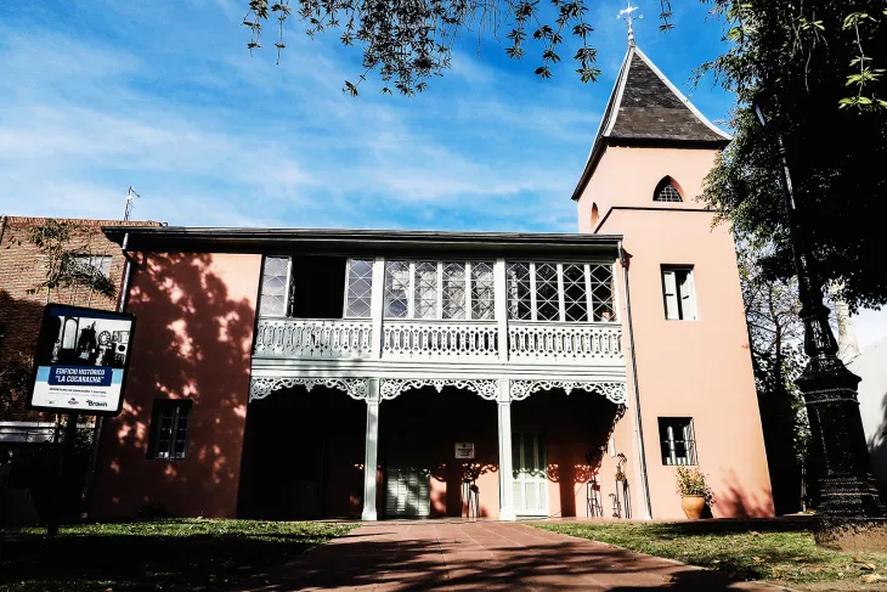 La Cucaracha, otro edificio emblemático de Adrogué, cabecera de Almirante Brown
