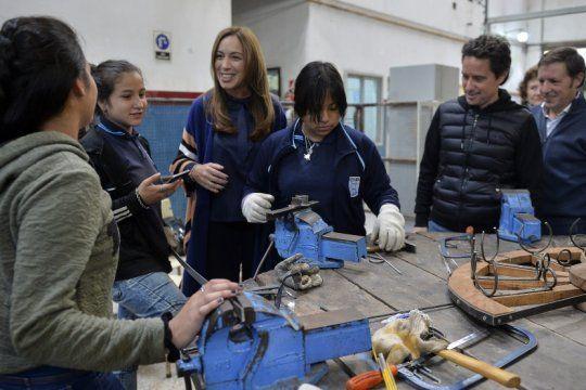 vidal y sanchez zinny visitaron una escuela tecnica en san miguel