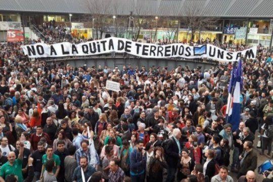 marcha atras: luego del multitudinario abrazo, el gobierno suspendio la quita de terrenos a la unsam