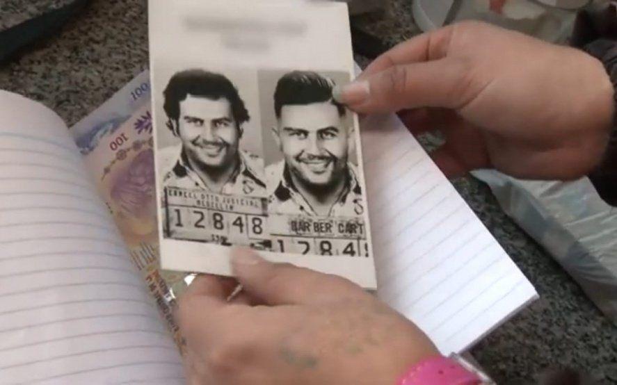 En una barbería y con folletos con la cara de Pablo Escobar, captaba clientes para citas sexuales