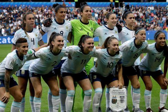 el dia de la futbolista se celebro en medio de la regularizacion del profesionalismo y el futuro de las transmisiones