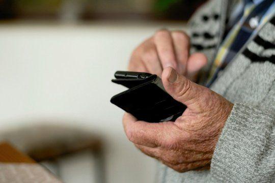 un municipio ofrece botones antipanico para jubilados: tienen que pagar $4500 y tener wifi