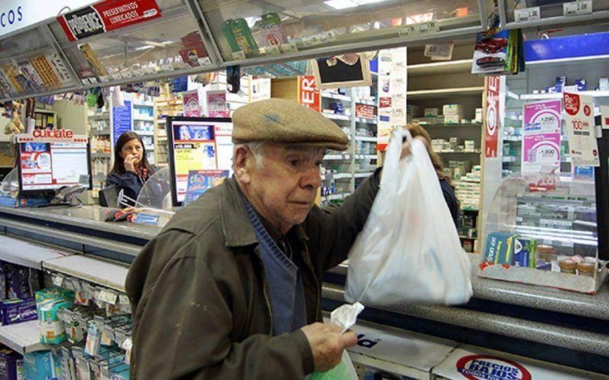 Efecto devaluación: Farmacéuticos reclaman al PAMI que preserve el acceso de afiliados a medicamentos