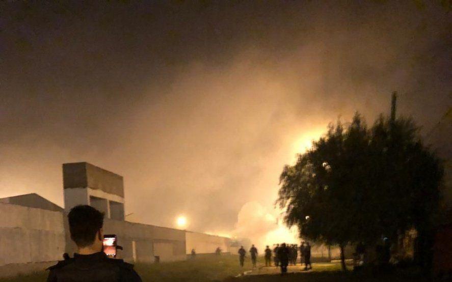 Ensenada: protesta por corte de luz generó una pueblada y el incendio de un destacamento policial