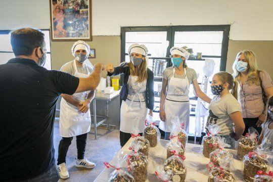 La panadería del Padre Cajade reabrió tras casi 18 meses.