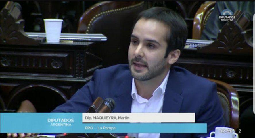 El diputado nacional del PRO, Martín Maquieyra que donó un termómetro y un litro y medio de alcohol en gel a un Centro de Desarrollo Infantil de La Pampa