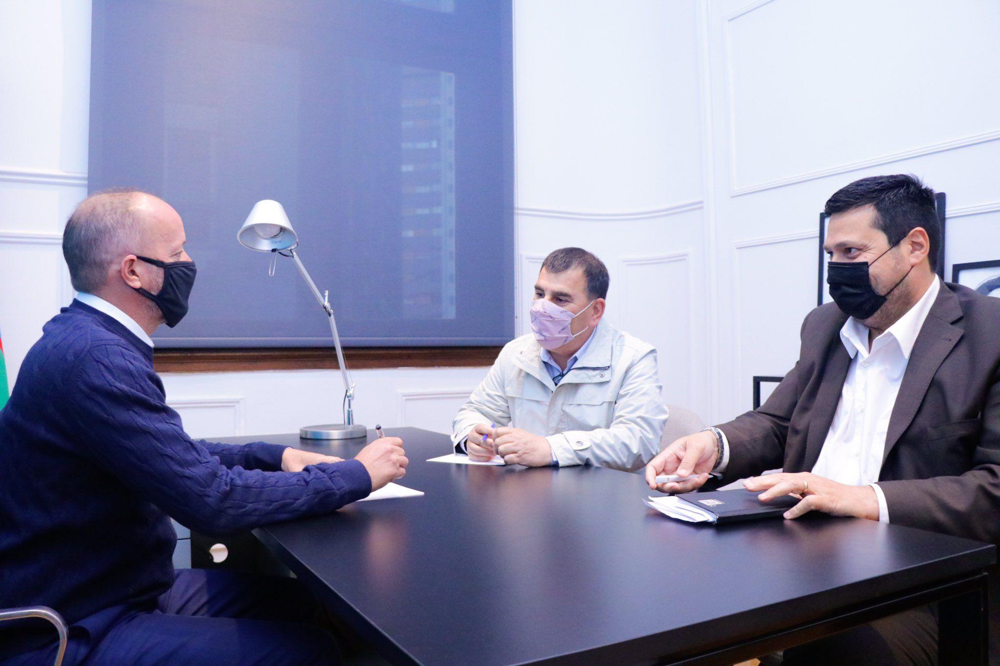 El Jefe de Gabinete bonaerense, Martín Insaurralde, se reunió con el intendente de Azul Hernán Bertellys y confirmó la asistencia para pagar sueldos a municipales.