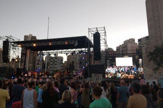 #cantaargentina: los bonaerenses celebraron la solidaridad con ?inconsciente colectivo? de charly garcia