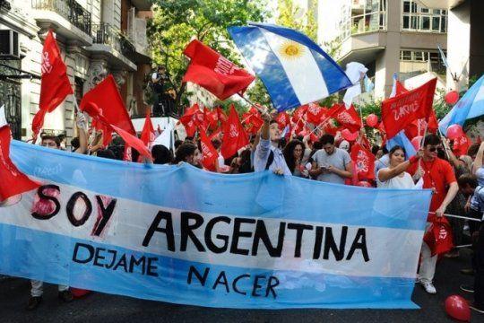 unidos en contra del derecho al aborto legal, ultraconservadores lanzaron el partido celeste