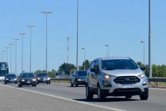 Más de 2.300 vehículos por hora circulan hoy por la ruta 2.