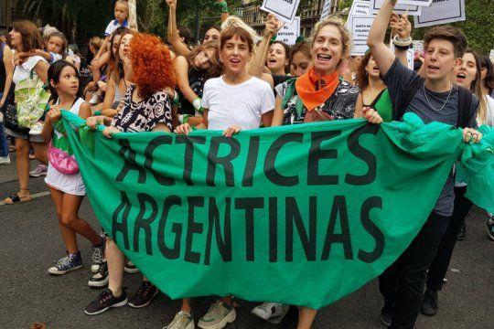 actrices argentinas contra las domiciliarias a presos por violencia de genero: ?que una emergencia no tape la otra?