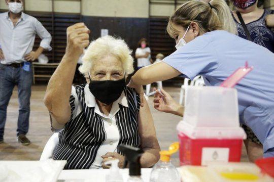El 96,67% de las personas mayores de 60 años en territorio bonaerense están inmunizadas contra el coronavirus