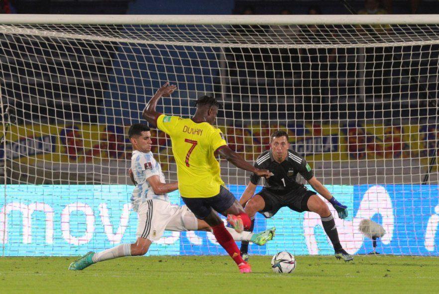 El cruce de Romero: El Cuti es una de las gratas sorpresas de la Selección Argentina.