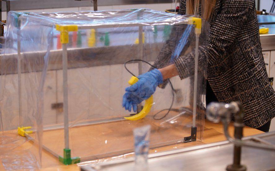 Desarrollan en la UNTREF un dispositivo que protege a médicos del contagio de COVID-19