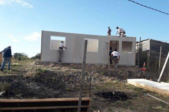 comenzo a construirse la casa de jade, la nena de tres anos que vive en el hospital de ninos