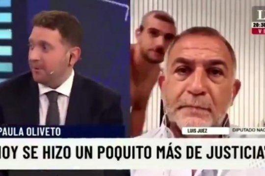 Mientras brindaba una entrevista televisiva desde laintimidad de su casa en Córdoba, a Luis Juez le tocó vivir un momento incómodo.