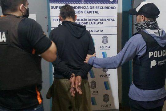 El ladrón de estéreos y vendedor de drogas cayó en 1 entre 51 y 53