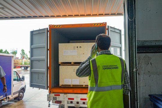 La entrega consta de cinco contenedores con elementos para el mantenimiento de más de 700 coches