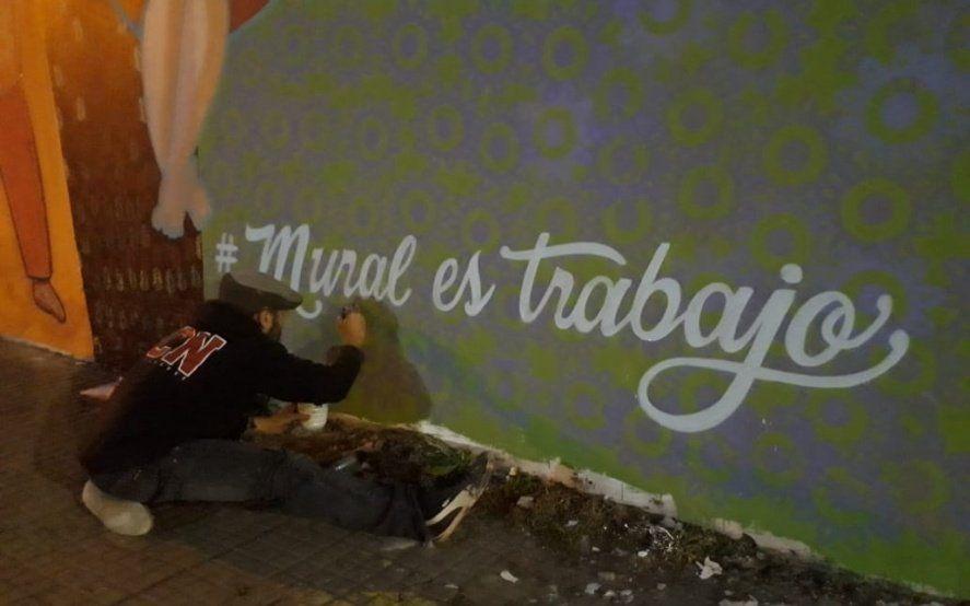 #MuralEsTrabajo: Artistas platenses se unieron en una pintada para exigir mejoras laborales
