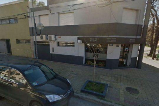 dos sujetos armados asaltaron una inmobiliaria de la plata y se llevaron 100 mil pesos