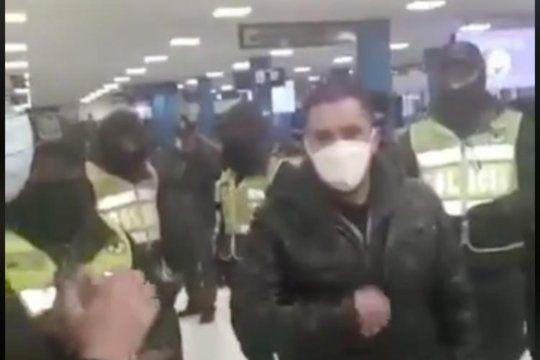 El presidente Alberto Fernández denunció el maltrato de legisladores y la detención del legislador Federico Fagioli por agentes policialesa su arribo a Boliviavisibility