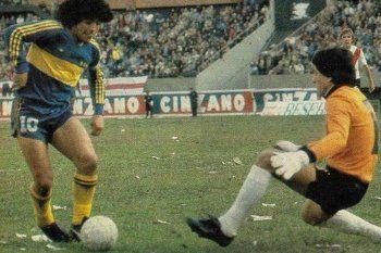 Maradona versus Fillol, la dolorosa jugada que Felipe Solá, hincha de River, eligió para recordar al 10.
