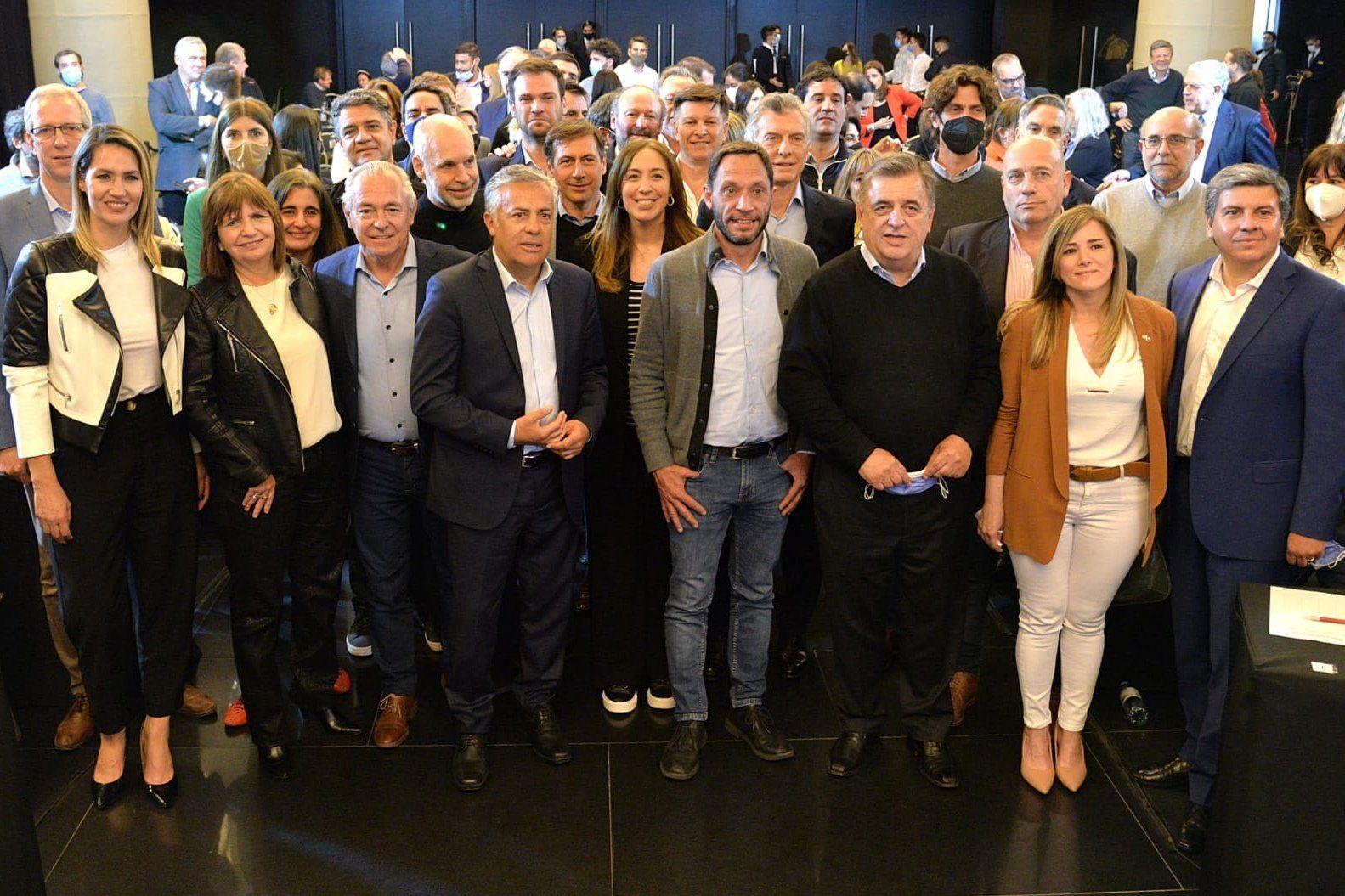 """Juntos apuntó contra el nuevo gabinete nacional: """"vienen a meternos en el barro"""""""