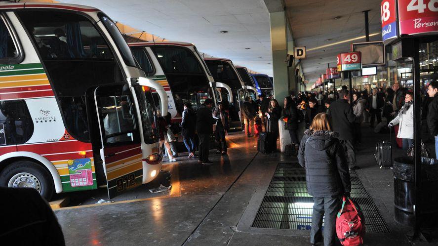 A partir de hoy, los servicios de trenes y micros interurbanos podrán tener plena ocupación de sus asientos.