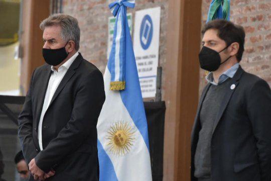 Kicillof visitó ayer Bahía Blanca y el intendente Héctor Gay le reclamó soluciones al problema del agua, que no le había reprochado a Vidal.