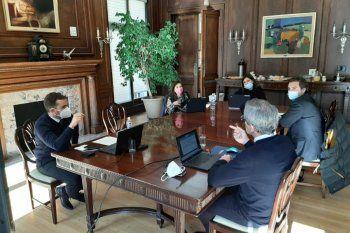 El equipo económico argentino vuelve al país tras lasnegociaciones en Washington con el FMI