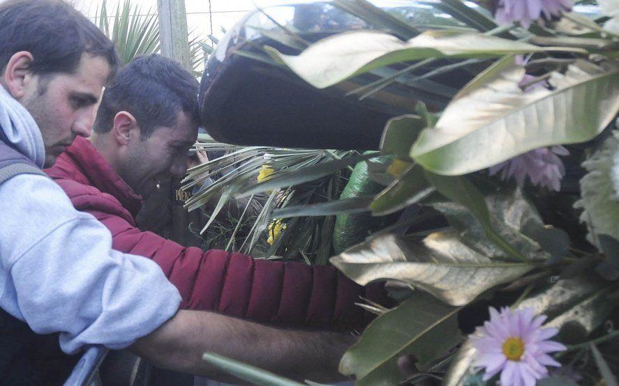 Golpiza mortal en Ensenada: despidieron los restos del taxista asesinado en medio de profundo dolor