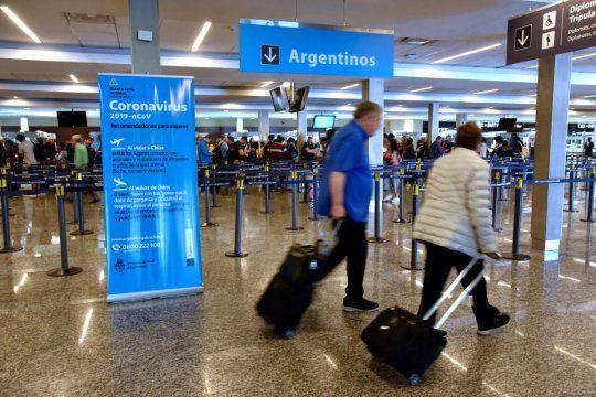 prorrogan la posibilidad de elegir entre un test pcr o hacer cuarentena para los argentinos que lleguen del exterior