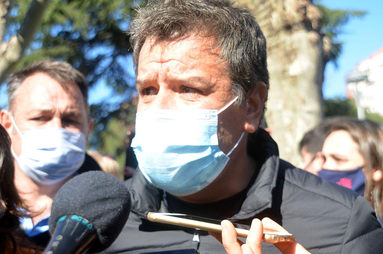 Facundo Manes señaló sus diferencias con Diego Santilli durante una recorrida por Olavarría