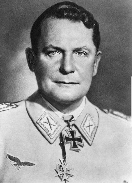 Hermann Göring jerarca nazi y lider militar aleman colabora direxto de Hitler