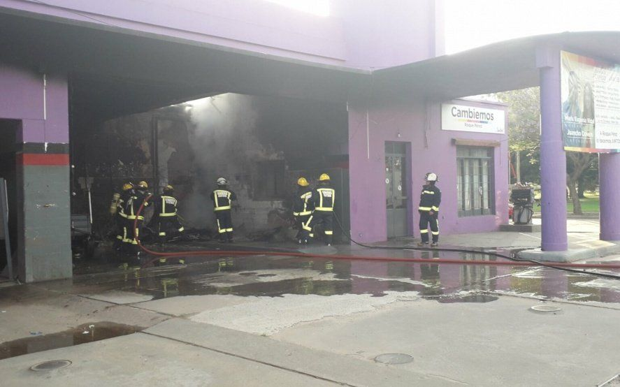 Roque Pérez: se incendió el local del candidato de Cambiemos y analizan si fue intencional