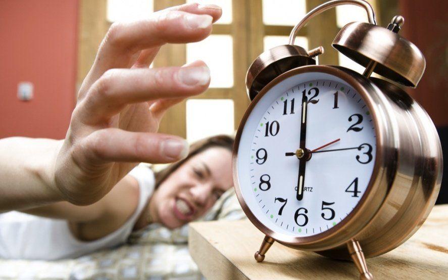 ¿A apagar la alarma? En Mar del Plata, quieren que los chicos entren más tarde a la escuela