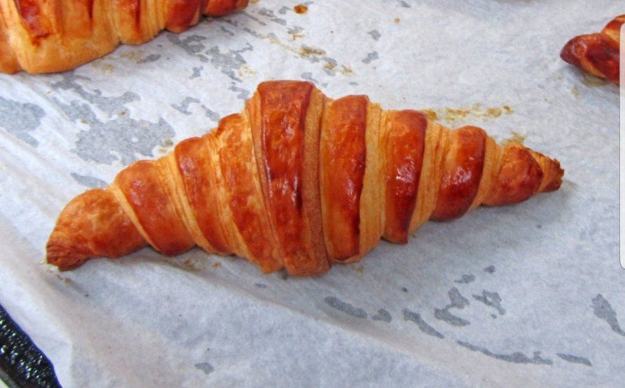 La croissant no lleva almíbar ni huevo y es más hojaldrosa