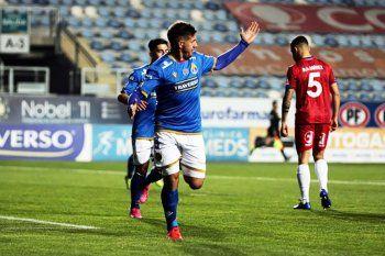 Rodrigo Holgado, apuntado por Gimnasia, marcó un doblete anoche en Chile.