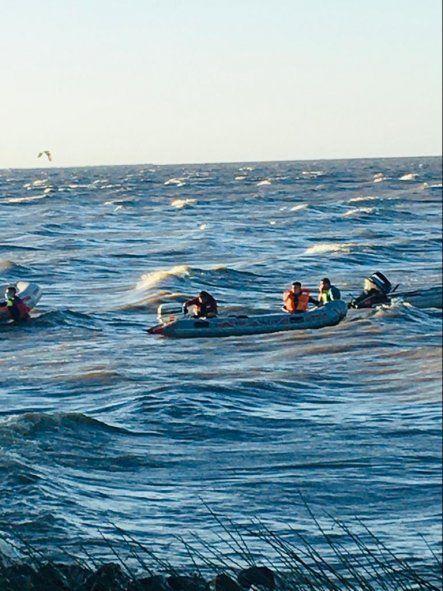 Tragedia en Berisso: un joven entró al río junto a su pareja y murió ahogado