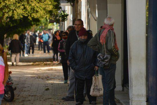 la politica sanitaria mantiene su apoyo social, pero el 60% cree que no se respetan las medidas de prevencion