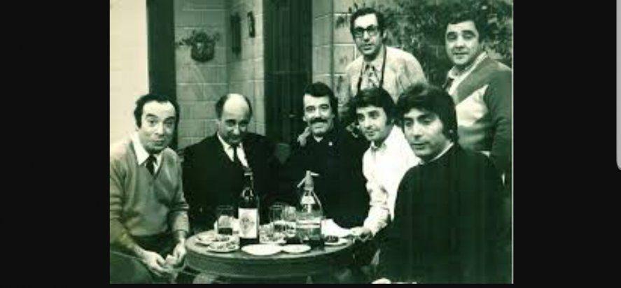 Scazziotta no solo fue un payaso de la televisión. También incursionó como comediante. Aquí en la mesa de Los Campanelli