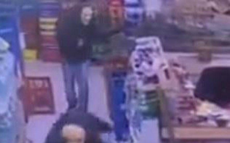 "Zárate: cayeron los presuntos asaltantes que usaron ""máscaras de Scary Movie para robar en un superchino"