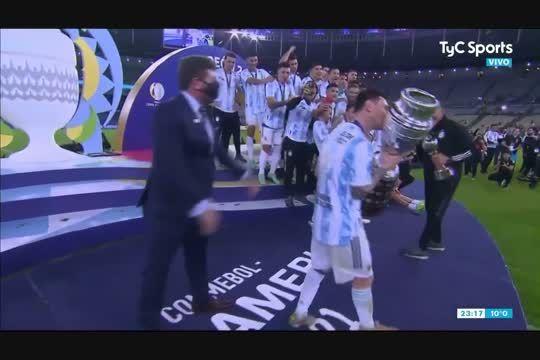 Lionel Messi levantó la Copa y Argentina campeón